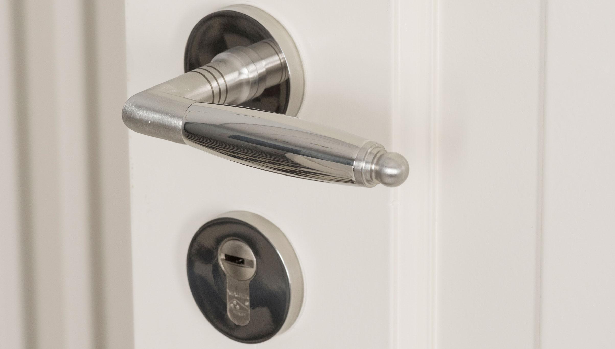 Sfeerimpressie GPF4148 Ika deurkruk op rozet.jpg